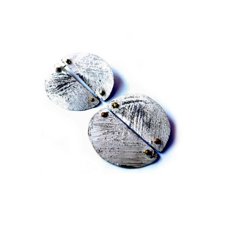 Dora-Haralambaki--earrings-e2025-grey
