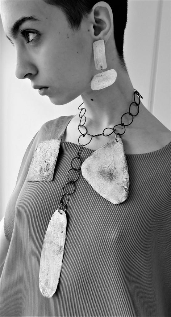 Dora Haralambaki necklace n204