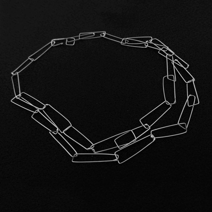 dora-haralambaki-sil2-chains
