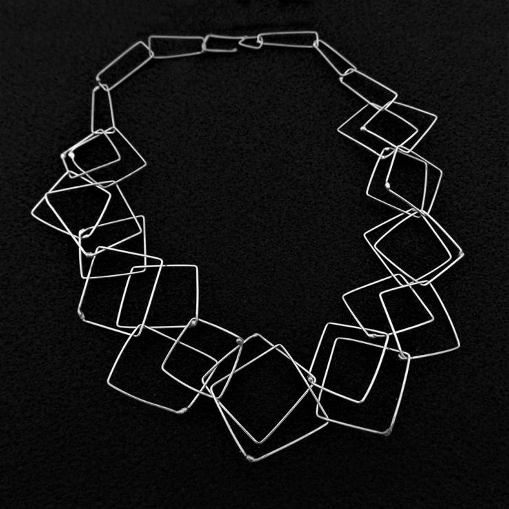 dora-haralambaki-sil3-chains