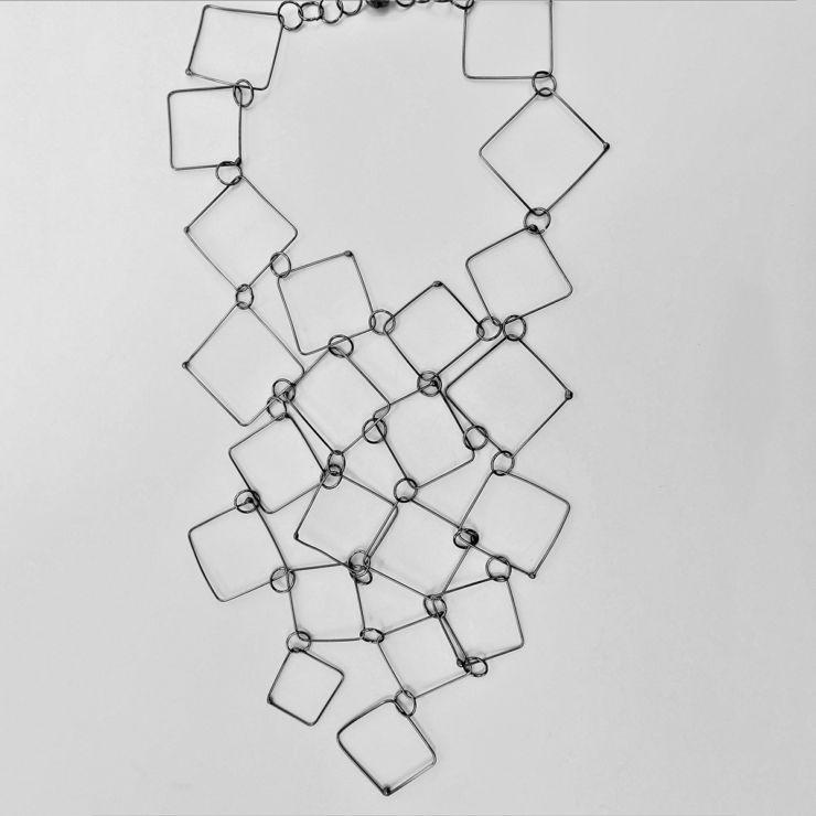 dora-haralambaki-sn535-chains